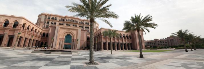 Emirates Palace von der Strandseite