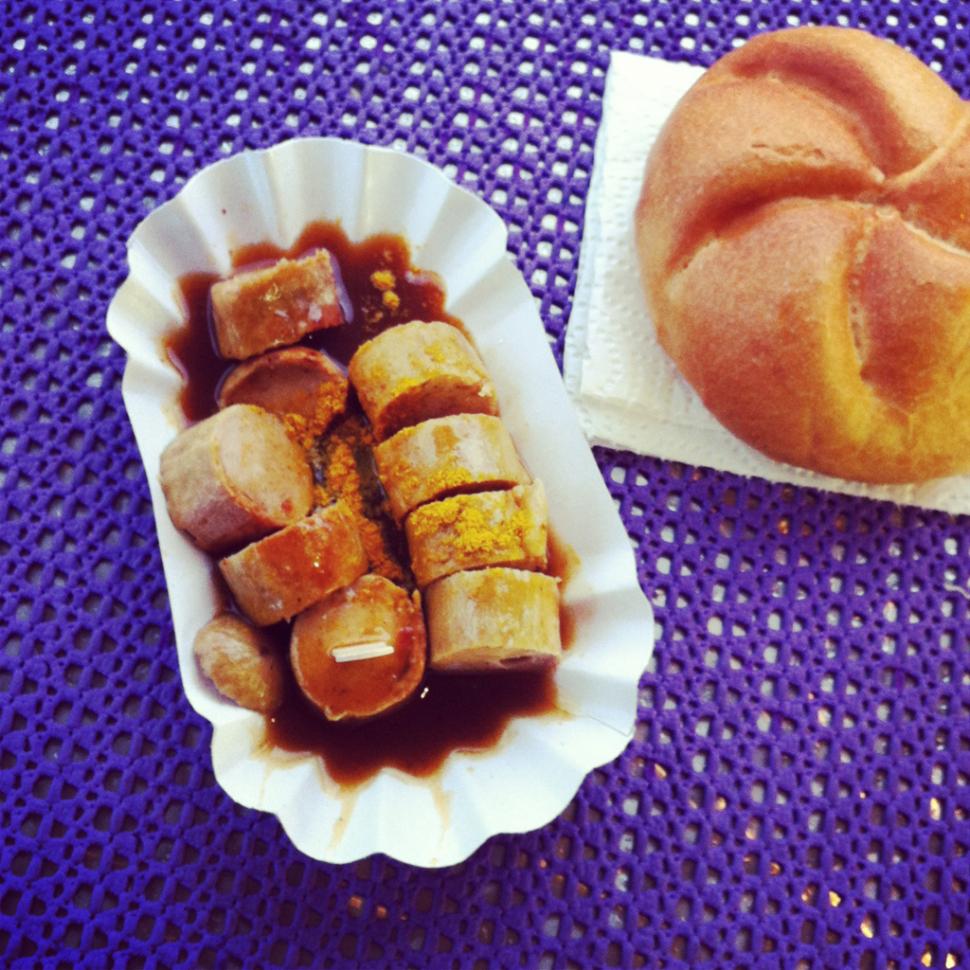 Currywurst beim Donau Hahn