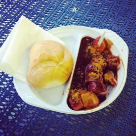 Currywurst beim Fisch-Imbiss