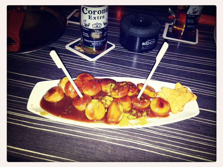 Currywurst im La Embajada