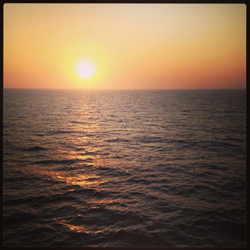 Mittelmeer-Sonnenaufgang vor Zypern