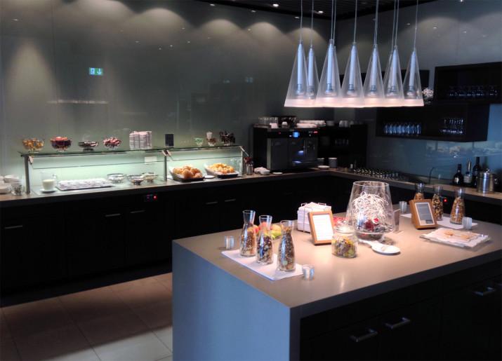 Snack- & Getränketheke in der Hugo Junkers Lounge