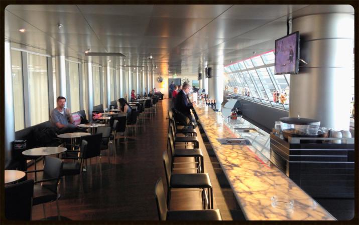 Theke der längsten bedienten Lounge-Bar der Welt