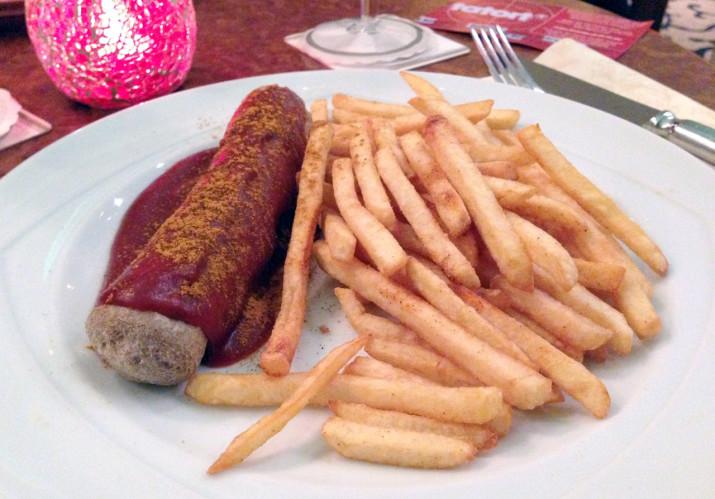 Currywurst in der Hotelbar des Wyndham Garden