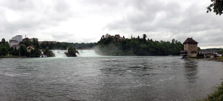 Rheinfall Panorama vom unteren Ufer