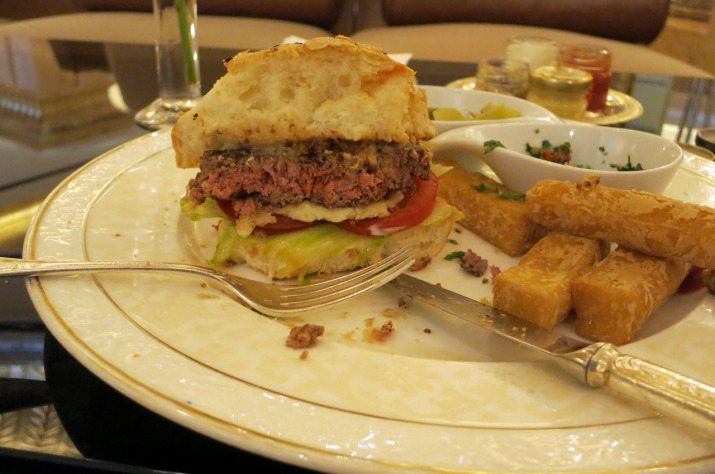 Kamel-Burger im Emirates Palace