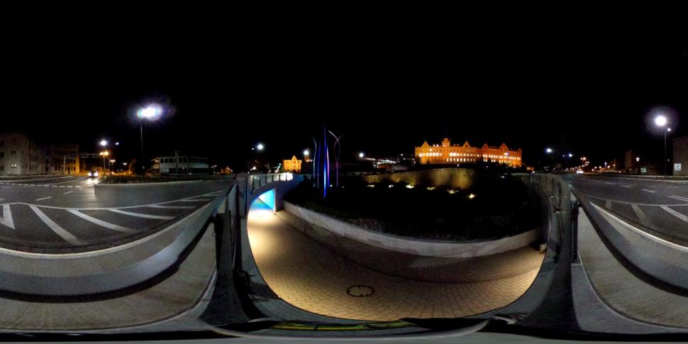 Aesculap-Kreisverkehr bei Nacht