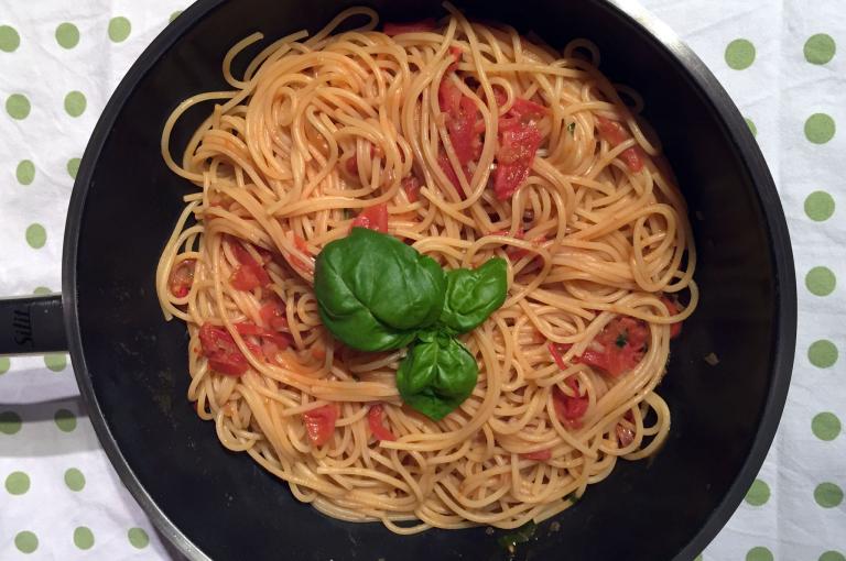 Spaghetti mit Miso-Tomatensauce