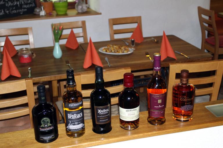 Lineup des Tasteup-Whiskymenüabend 03/2015