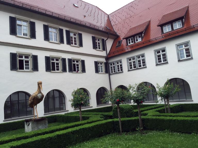 Der Storch im Rosengarten