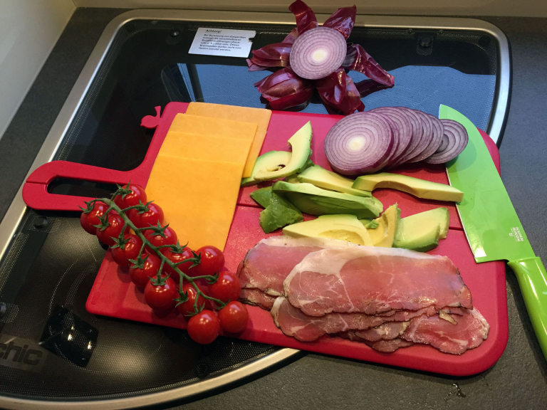 Vorbereitungen in der WoMo-Küche