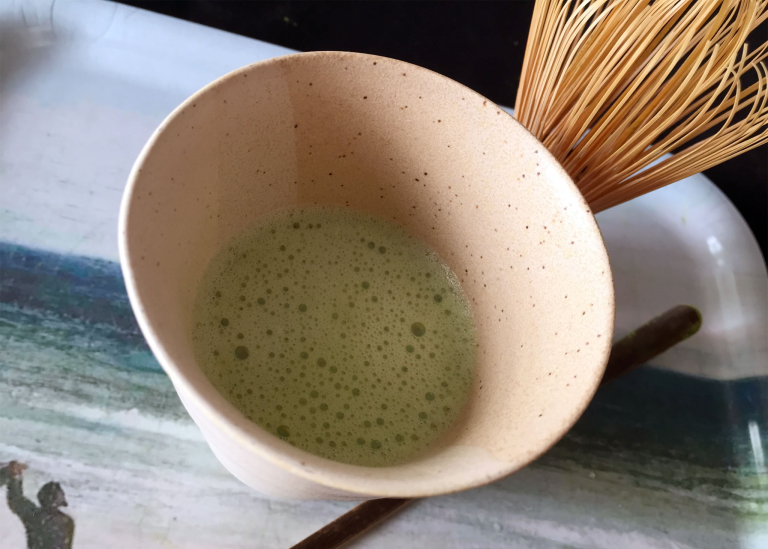 Geschlagener Matcha-Tee