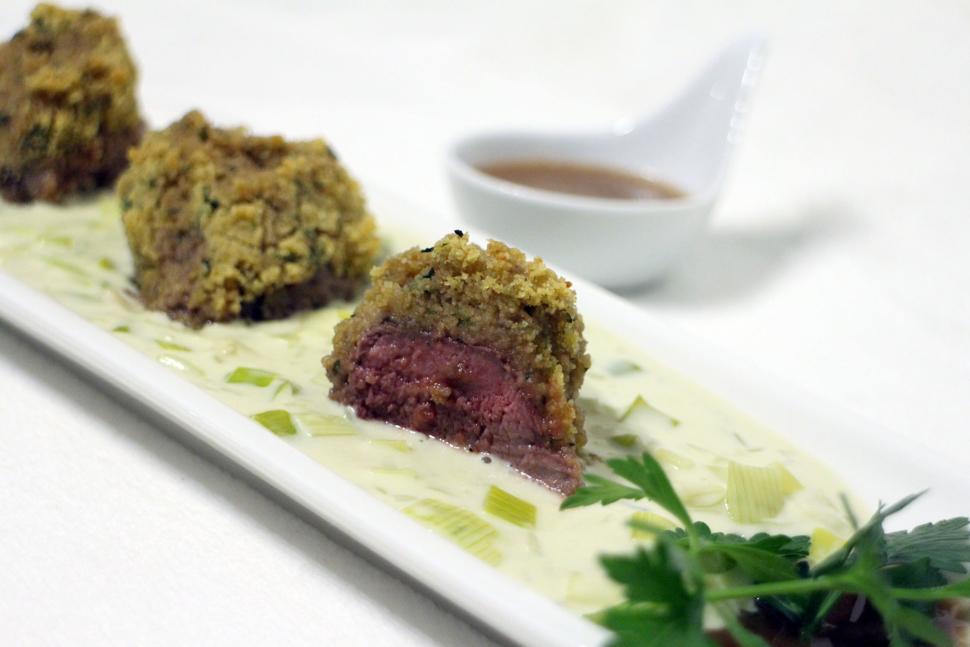 Silver Fern Farms Lamm-Medaillons mit cremigem Lauch und Portweinsoße